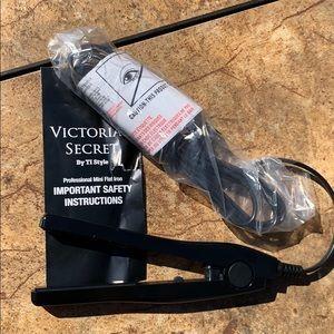 Victoria's Secret Other - {VS} • Mini Flatiron